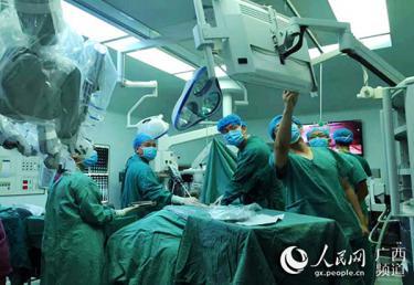 广西首台手术机器人成功完成首例肝胆外科手术